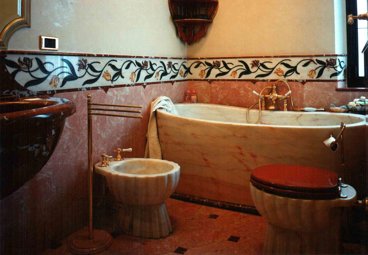 Vasca Da Bagno Francia : Bagno con rivestimento ad intarsio in marmo rosa portogallo