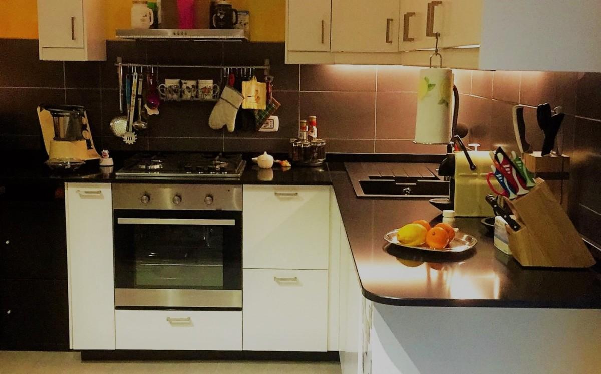 Top cucina in Quarzo nero lucido – Pacini Marmi